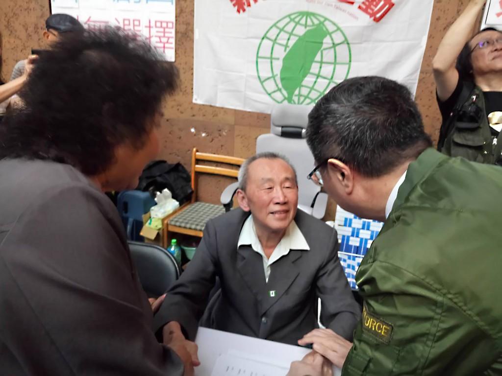 Huang Hua (黃華) goes on hunger strike