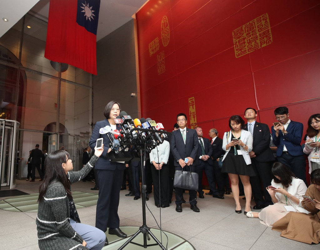Taiwan President Meets With Students and Faculty