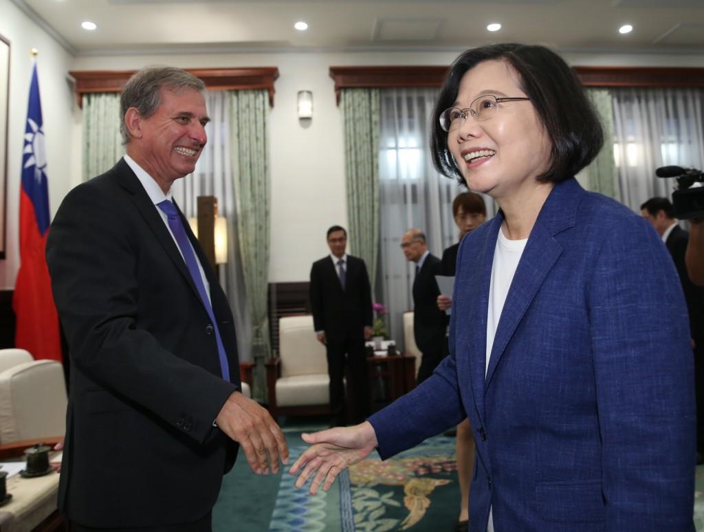 Deputy Assistant Secretary of State Scott Busby (left) visiting President Tsai Ing-wen Wednesday September 11.