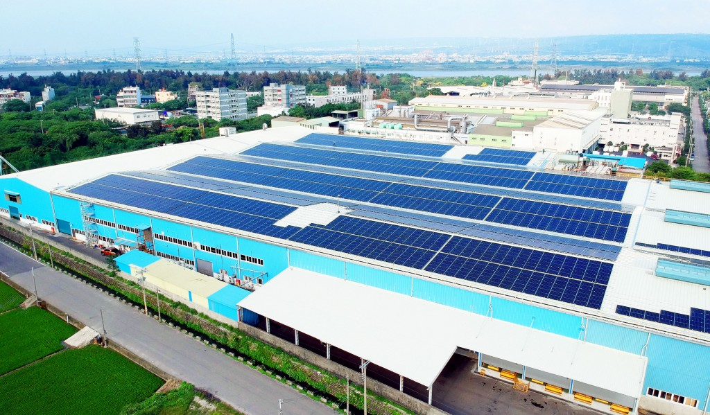 AU Optronics equipped the roofs of six Yuen Foong Yu Group factories with solar panels.
