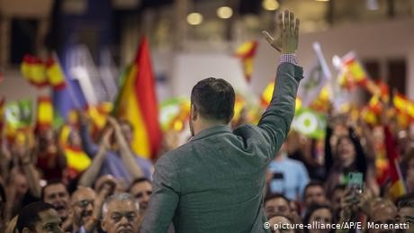 Spain elections: Socialists lead, while far-right Vox surges