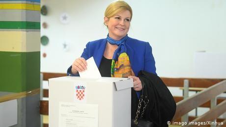 Croatia elections: President Grabar Kitarovic and Social Democrat Milanovic to face January runoff
