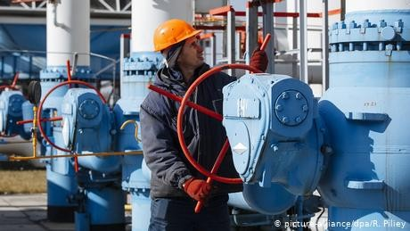 Russia's Gazprom to pay $2.9 billion in new Ukraine gas deal