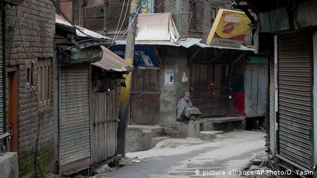Kashmir's economy suffers due to continued lockdown
