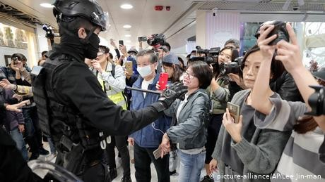Hong Kong: Several arrested in protests against mainland shoppers