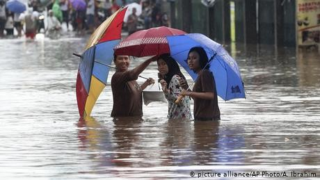 Indonesia: Jakarta hit with deadly floods