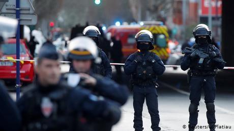 Police kill Paris knife attacker after deadly park stabbing spree