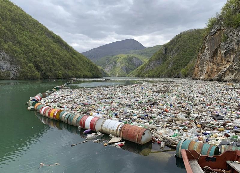 德里納河嚴重汙染(圖/美聯社)