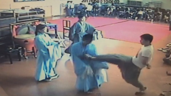 Screenshot of Lee Tung-chun abusing student in 2017.