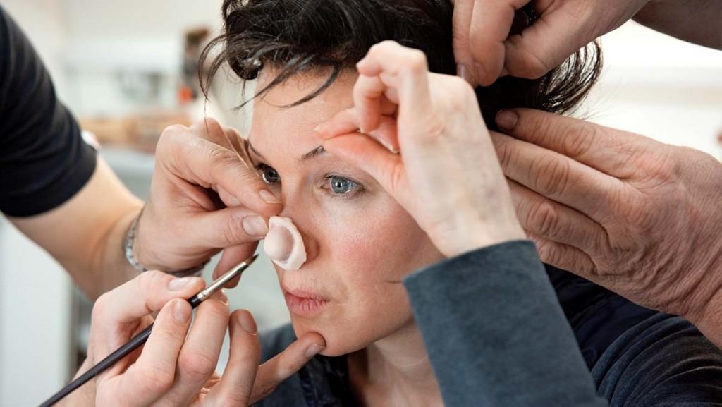 芮妮齊薇格為《茱蒂》臉上動手腳 完美詮釋「傳奇天后」