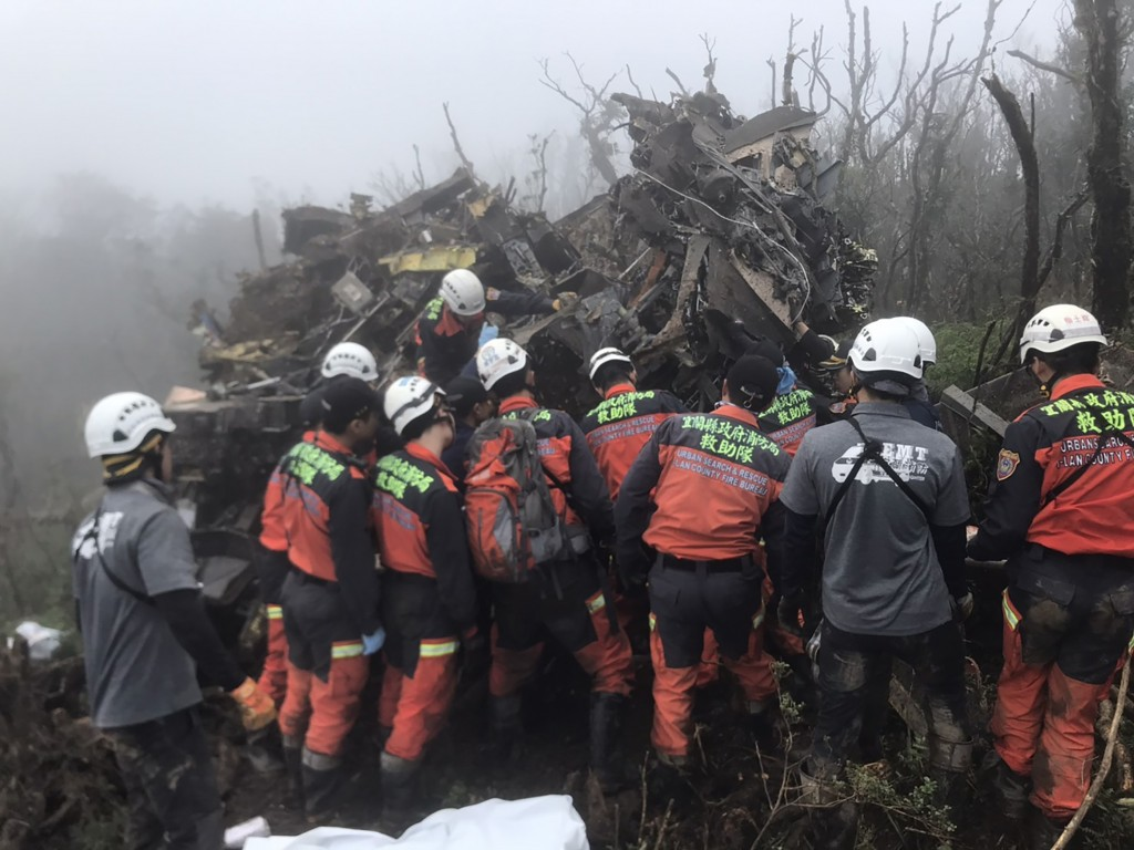 Rescue workers on the scene of the Jan. 2 crash (photo by Yilan Fire Service).