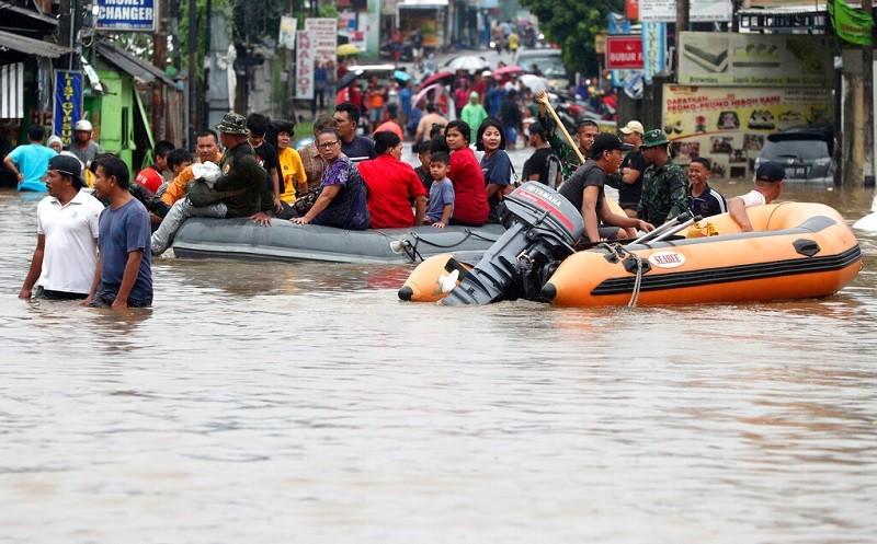 新年剛開始,雅加達就飽受水患之苦 (美聯社)