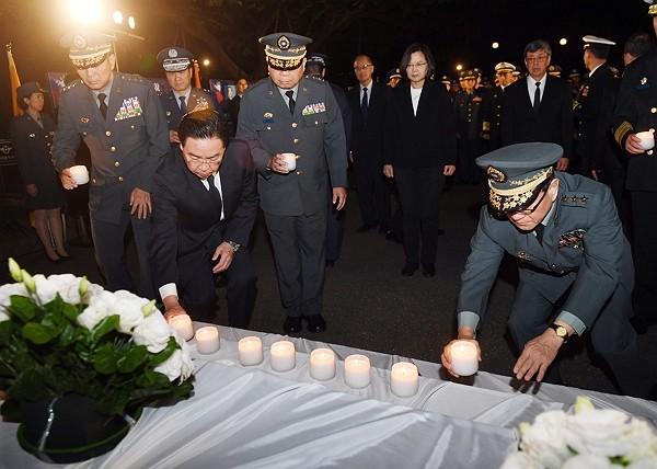President Tsai Ing-wen attends memorial service forShen Yi-ming.