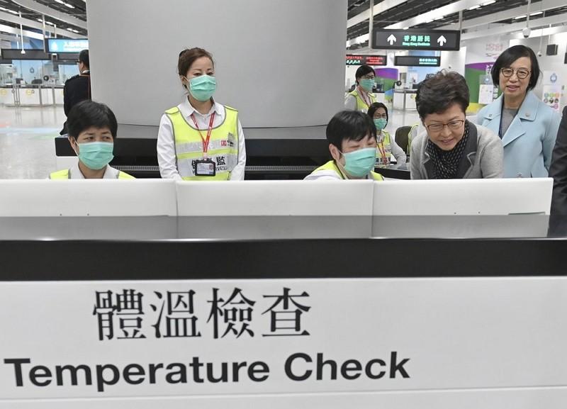 香港機場加強旅客體溫篩檢(美聯社)
