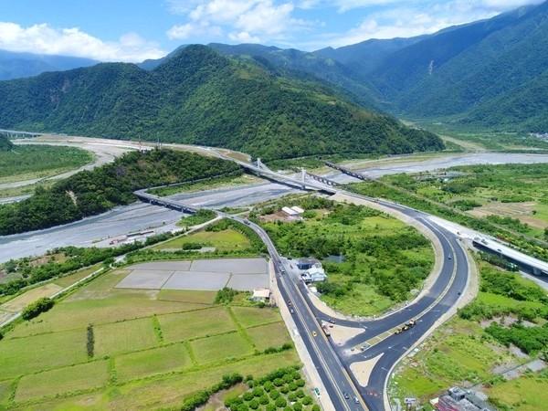 Suhua Improvement road to cuttraffic time along east coast. (Suhua Improvement Engineering Office photo)