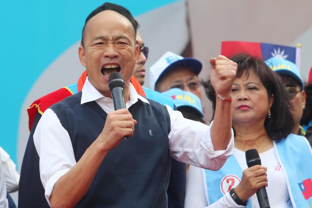 Han at campaign rally.