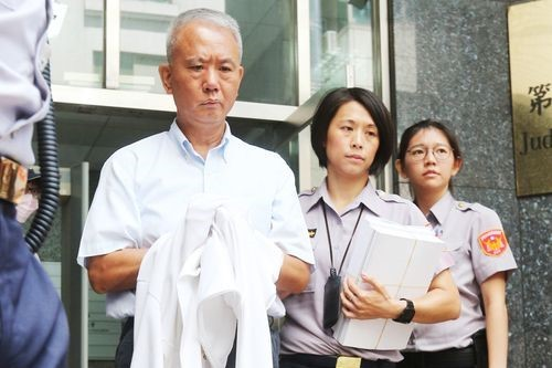 Wei Ying-chun (left) at the start of a previous prison term in 2017.