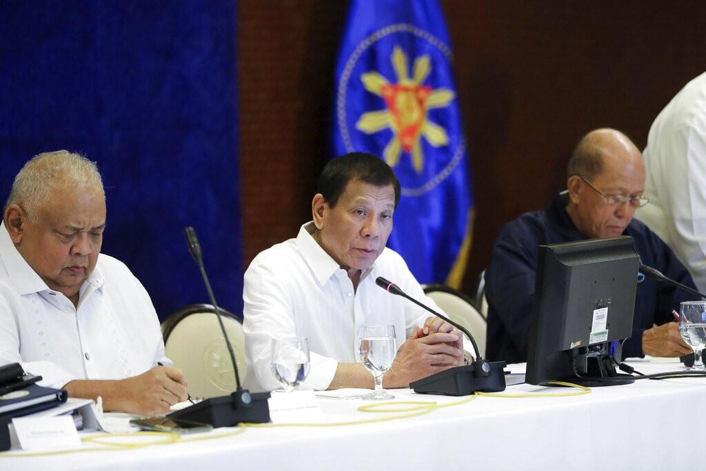 Philippine President Rodrigo Duterte (center).