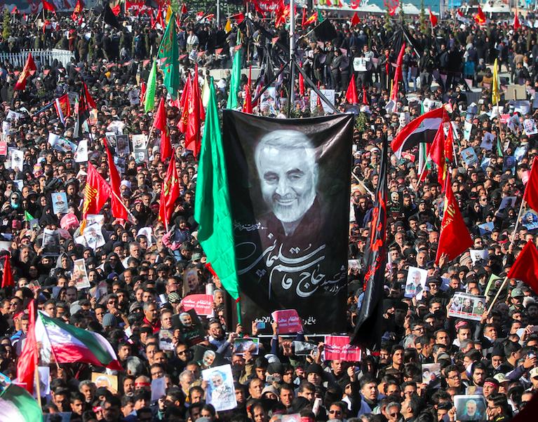 大批民眾出席已逝伊朗軍事指揮官蘇萊曼尼葬禮(圖/美聯社)