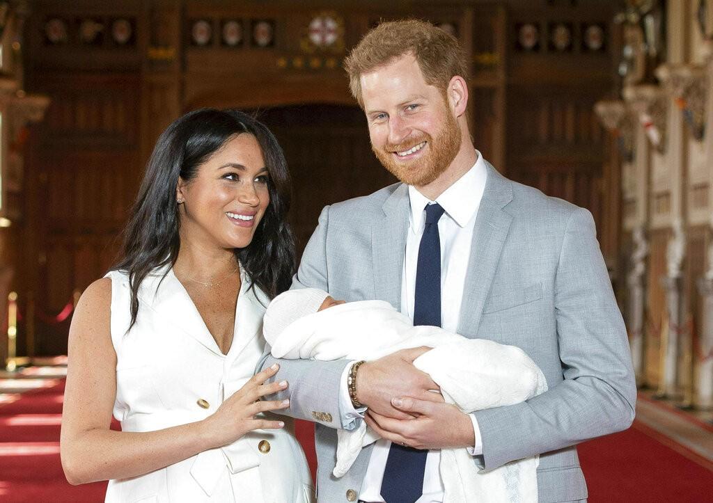 英國哈利王子和妻子梅根宣布兩人將卸下英國「高層」(senior)王室職位,退至幕後。(圖/美聯社)