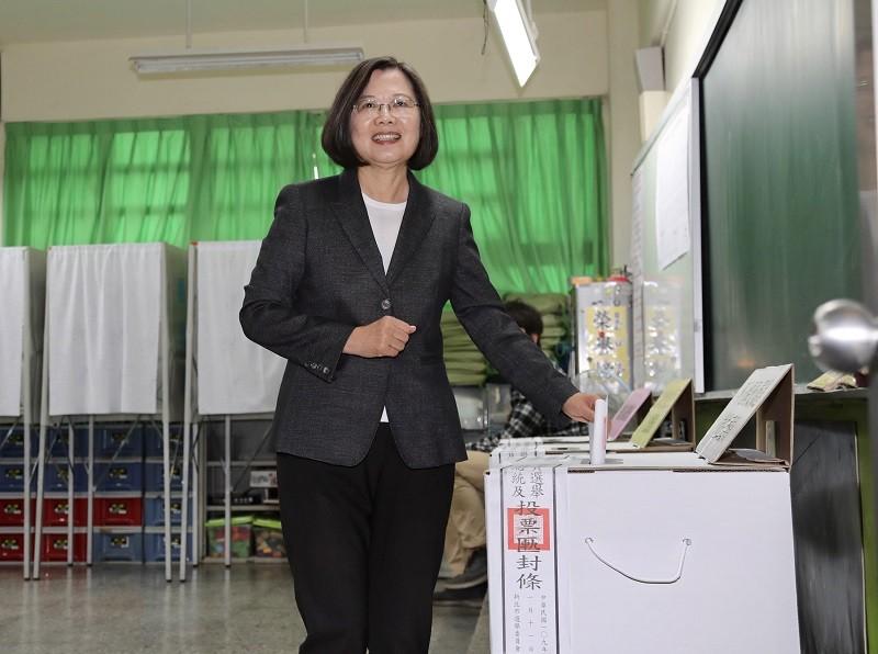 總統蔡英文(圖)上午前往新北市的投票所投票。中央社
