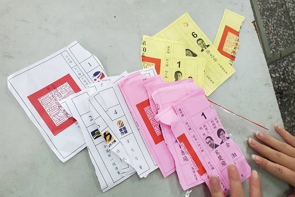 Deformation of election ballots could result in NT$5,000-50,000 fines. (Facebook photo)