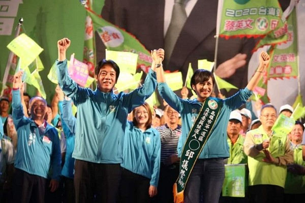 Chiu Yi-ying of DPP declares win in Kaohisung. (Facebook photo)