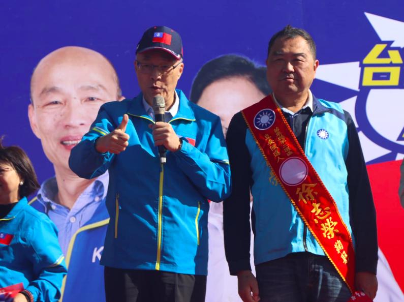 台灣國民黨黨主席吳敦義(左)傳請辭(圖/吳敦義臉書)