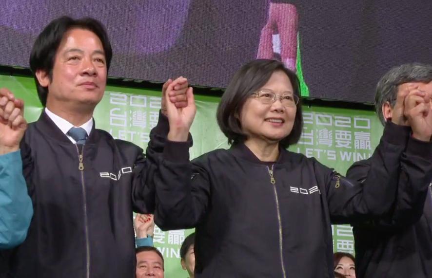2020台灣總統、副總統選舉結果出爐,由蔡英文(左二)及賴清德(左一)高票當選(圖擷取自蔡英文臉書)