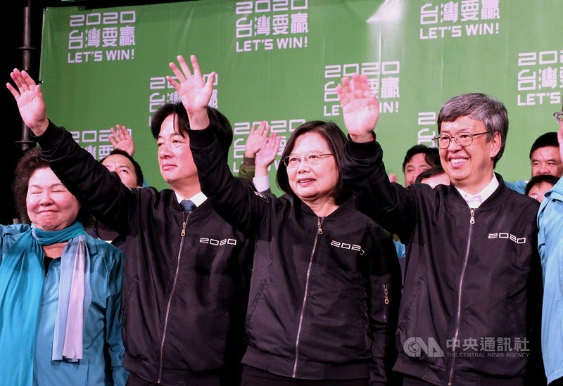 President Tsai Ing-wen (second from right)