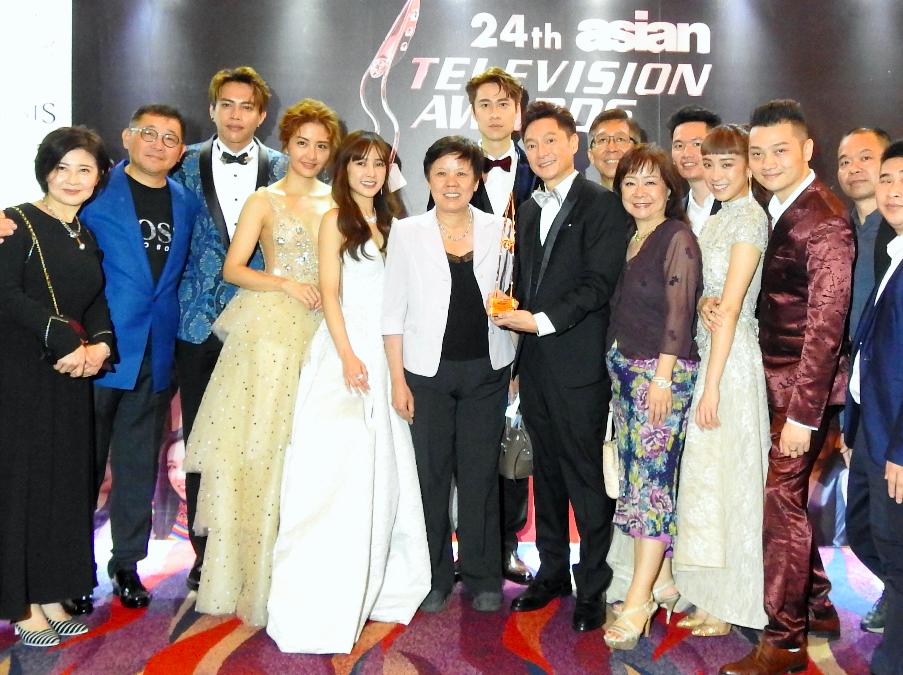 台灣男星謝祖武(右前5)11日晚上奪下第24屆亞洲電視大獎最佳男主角獎(圖/中央社)
