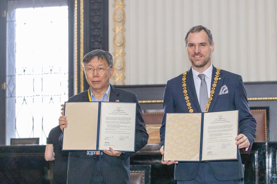 Ko Wen-je (left), Zdenek Hrib (right). (Ko Wen-je Facebook photo)