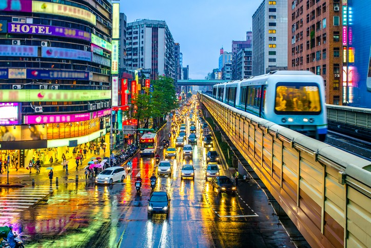 Taipei MRT at night. (gettyimages)