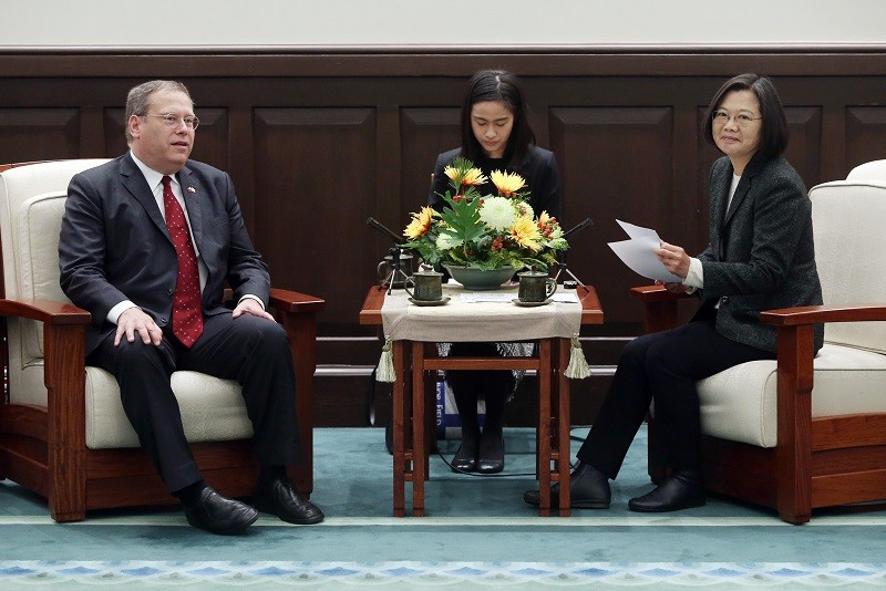 President Tsai Ing-wen (right) and Kurt Tong (left), former U.S. Consul General to Hong Kong and Macau