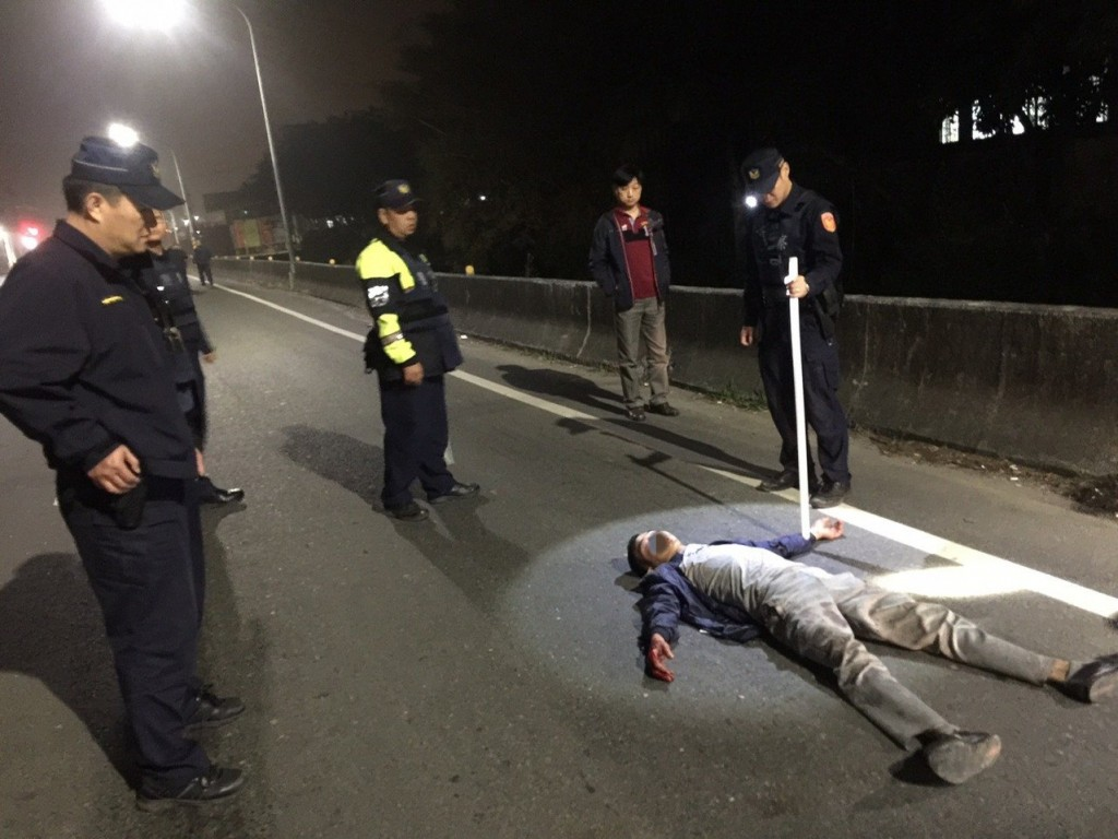 Suspect lying on ground after police chase. (Tainan City Police Bureau photo)