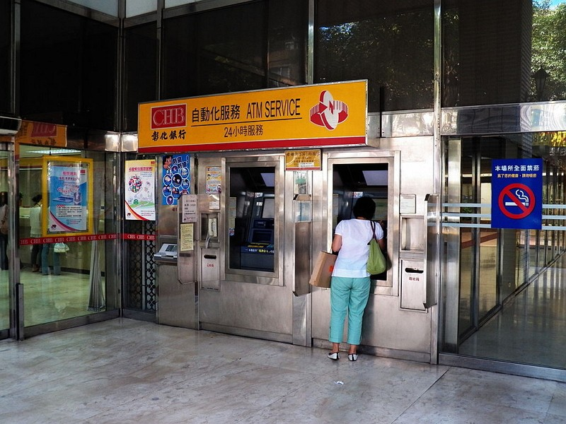 "ATMs in Taipei (Wikimedia Commons/<a href=""https://commons.wikimedia.org/wiki/User:%E7%8E%84%E5%8F%B2%E7%94%9F"" title=""User:玄史生"">玄史生</a> photo)"
