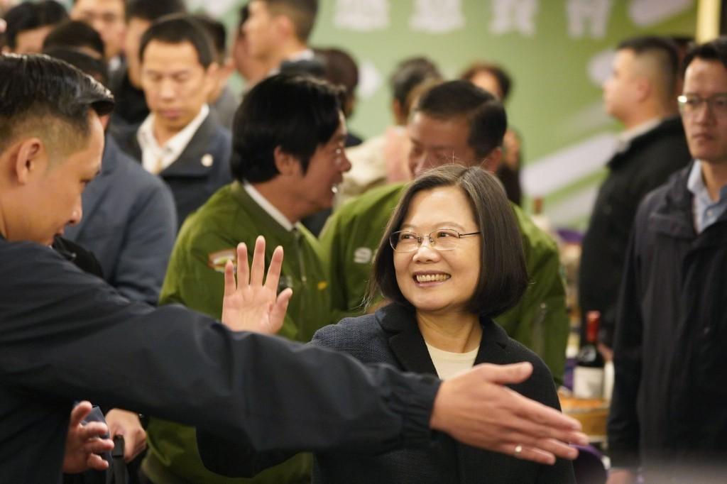President Tsai Ing-wen with DPP officials Friday.