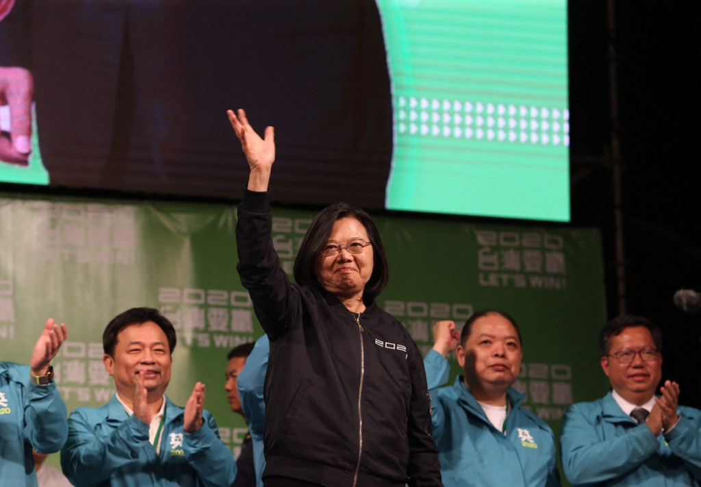 Tsai Ing-wen waving at supporters.