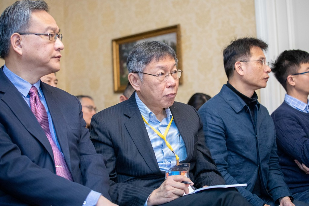 Ko Wen-je (center) (Taipei City Government photo)
