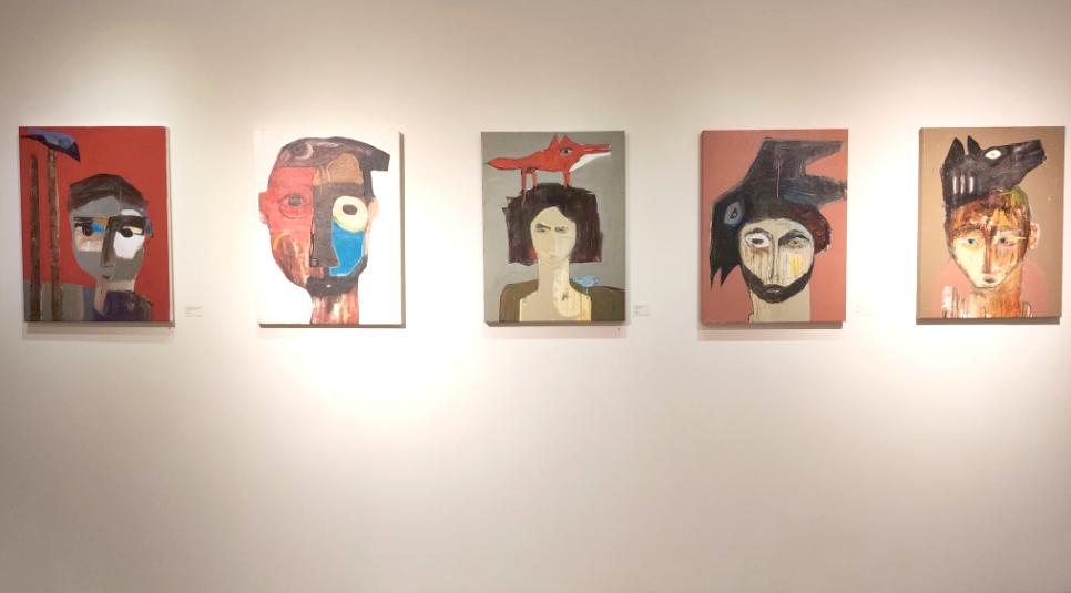 藝術家卡哈萬來自敘利亞,創作「鳥人」系列傳達對自由深切的渴望(圖/台灣英文新聞)