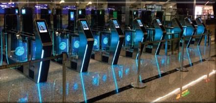 (說明:桃園機場第三代自動查驗通關系統。(照片來源:內政部))