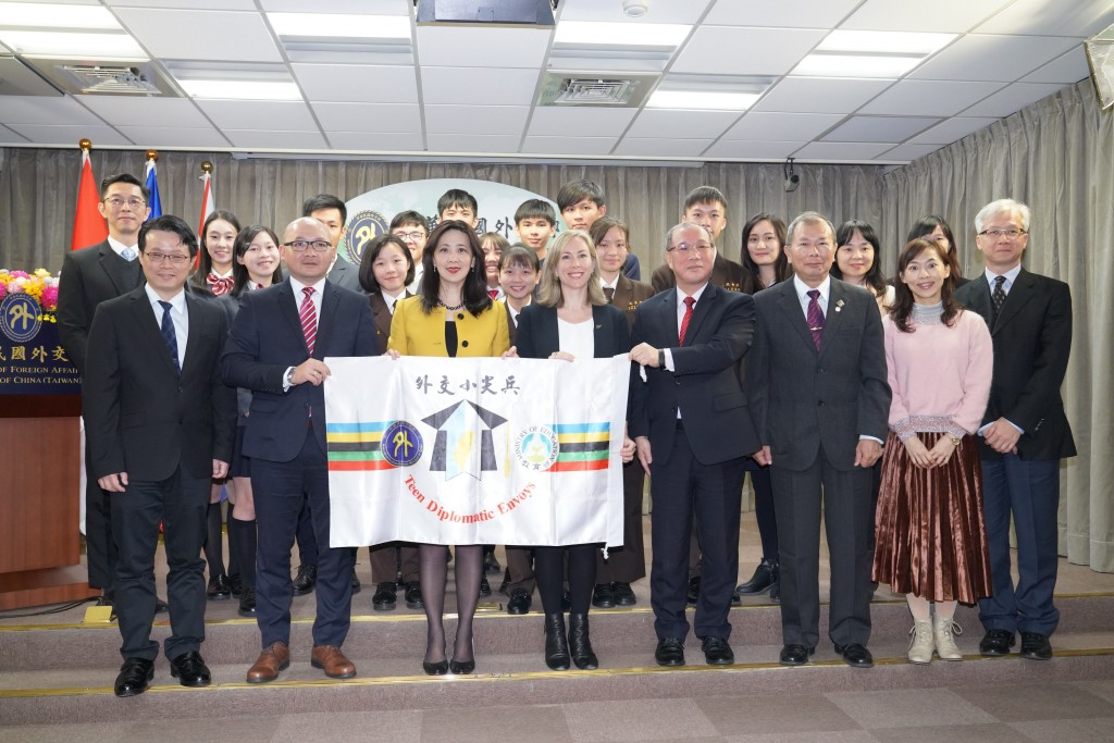 A group of 12 high school students will visit Indonesia and New Zealand on Jan. 30. (MOFA photo)