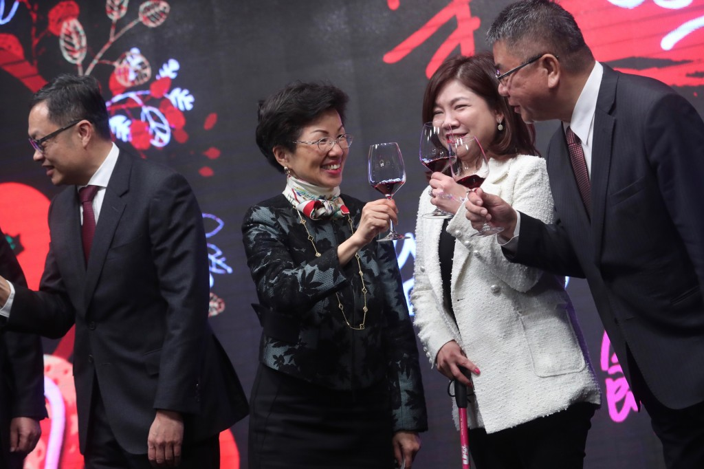 SEF Chairwoman Chang Hsiao-yueh (third from right).