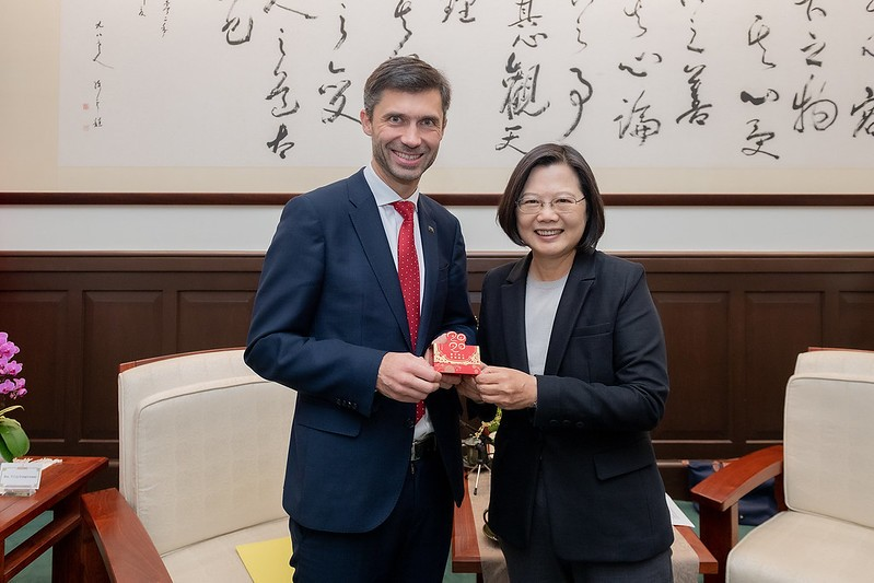 Tsai Ing-wen (right) meets with Filip Grzegorzewski. (Presidential Office photo)