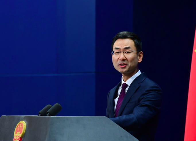 中國外交部發言人耿爽今(22)天在例行記者會表示,「沒有人比中國中央政府更關心台灣同胞的健康」。(圖/中國外交部發言人辨公室微博)