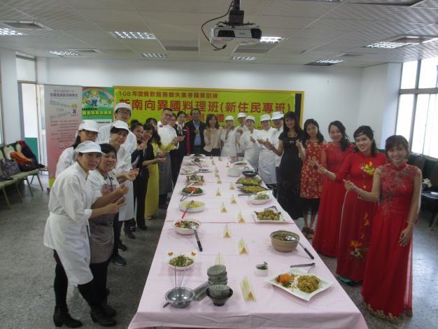 (說明:16名新住民學員順利結訓,以臺灣在地食材加入創意巧思,烹調出家鄉美食,展現異國美食料理成果展。(照片來源:臺南市政府))