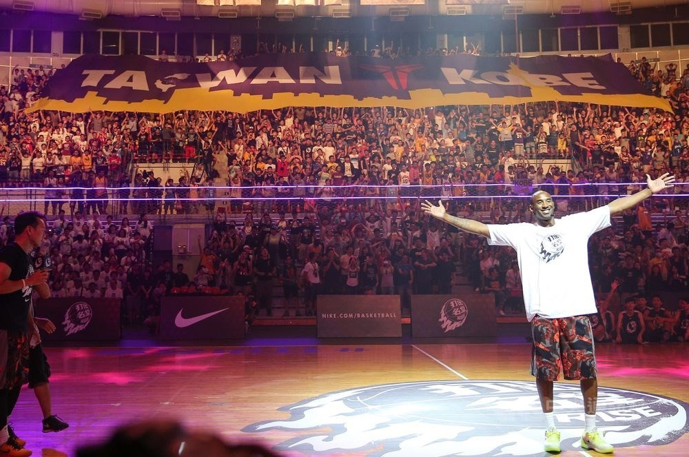 Kobe Bryant visiting Taiwan in 2015.
