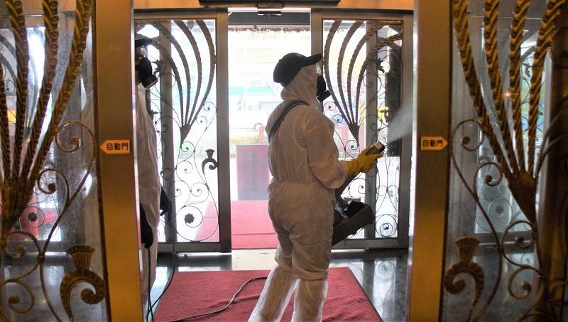 示意圖為高雄金芭黎舞廳26日噴藥消毒防疫 (中央社)