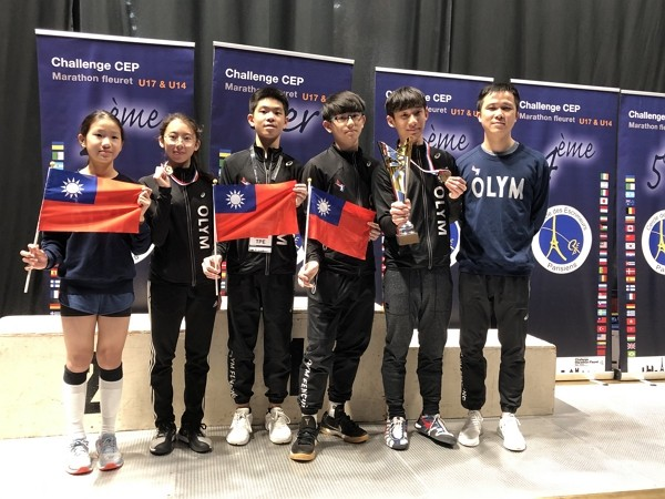 Taiwan contestants show national flags at fencing competition.
