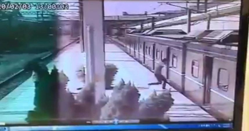 Taiwanese man zapped by 25,000 volts after climbing onto train roof